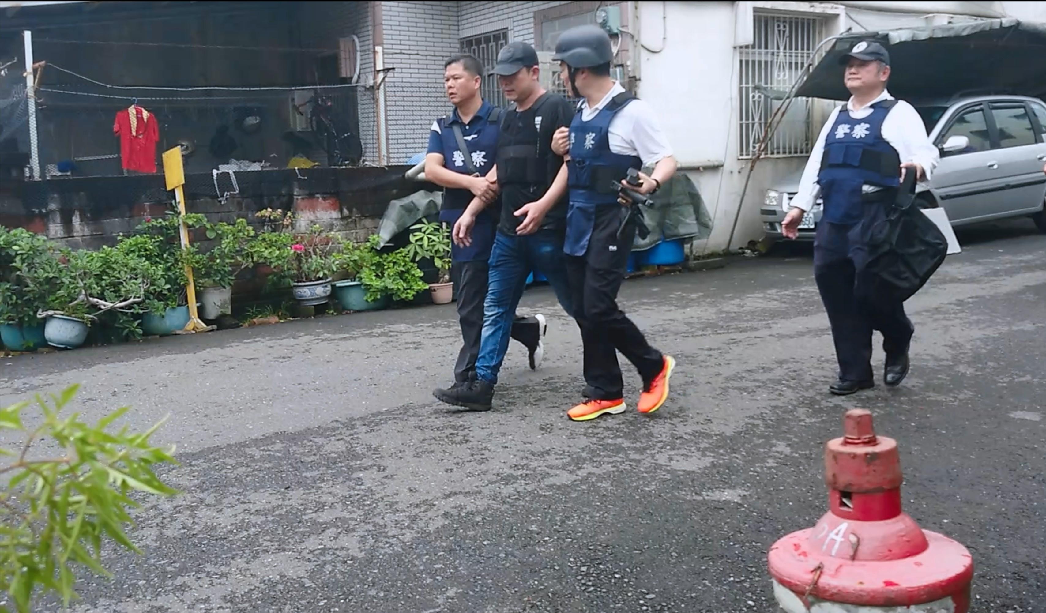 嘉義警匪對峙5小時 嫌犯繳械投降